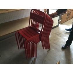 Chaises rouges métal